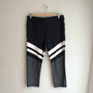Black/Whit/Gray stripe crop leggings